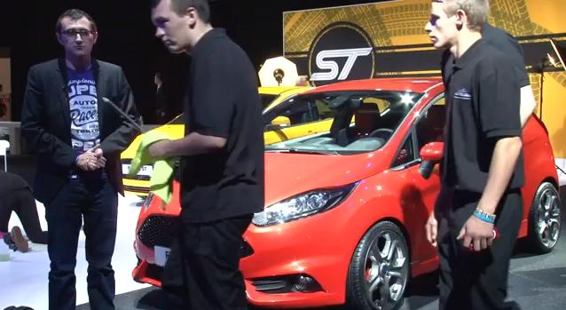 Funny Paris Auto Show videobomb