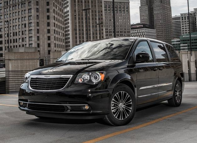 Chrysler's 2013 Town & Country S gets meaner look