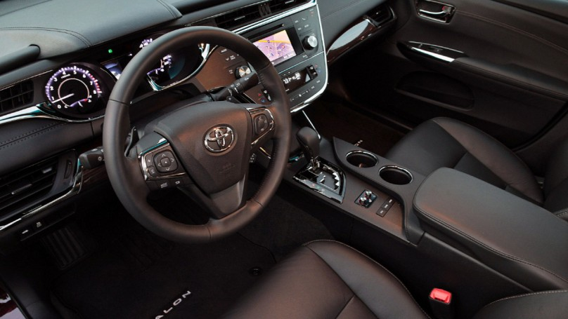 Toyota puts wireless phone charging in new Avalons