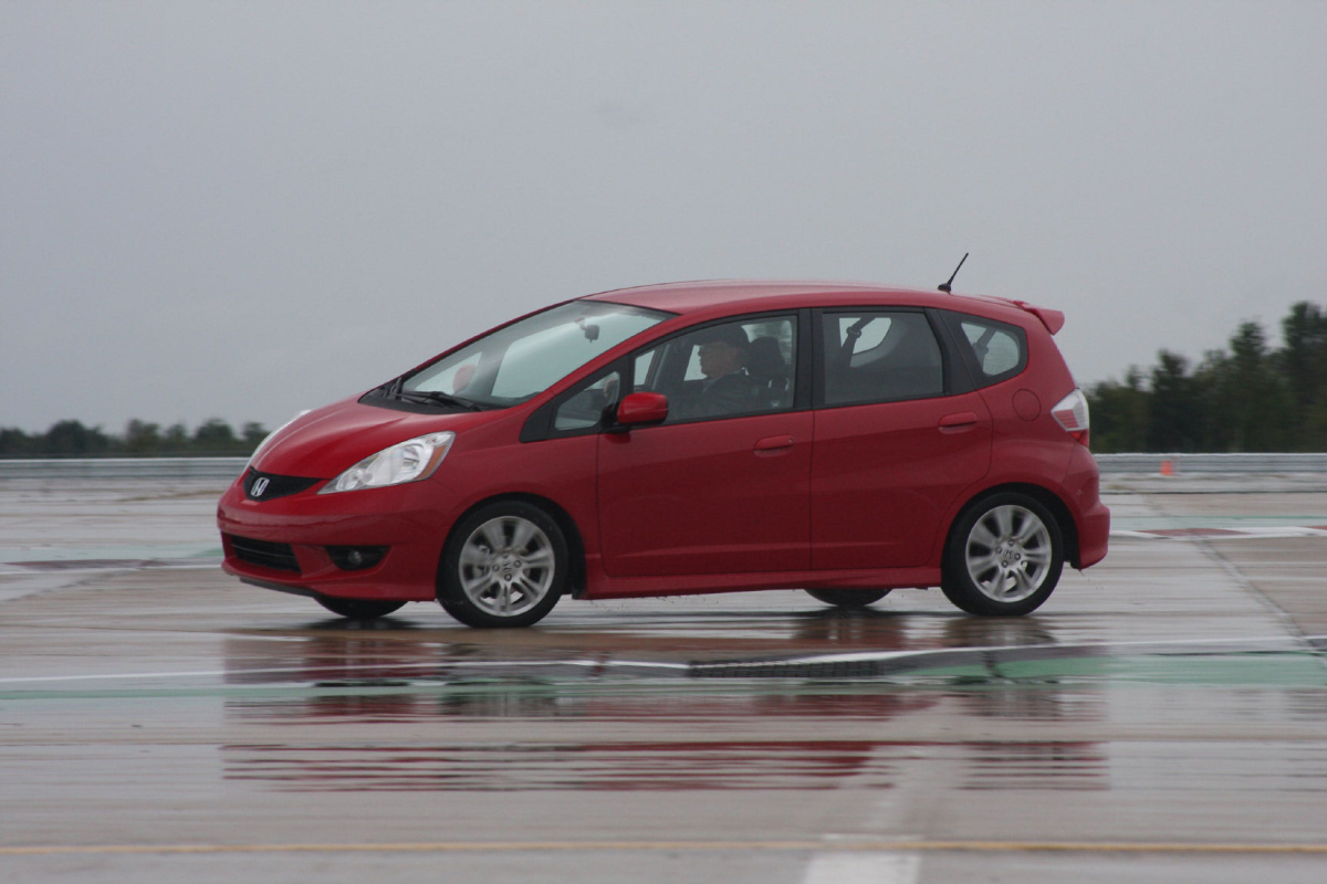 2009 12 honda fit roomy hatchback is a comfy fit owners. Black Bedroom Furniture Sets. Home Design Ideas