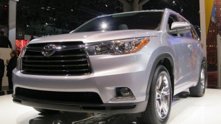 New York Auto Show: Toyota unveils new Highlander