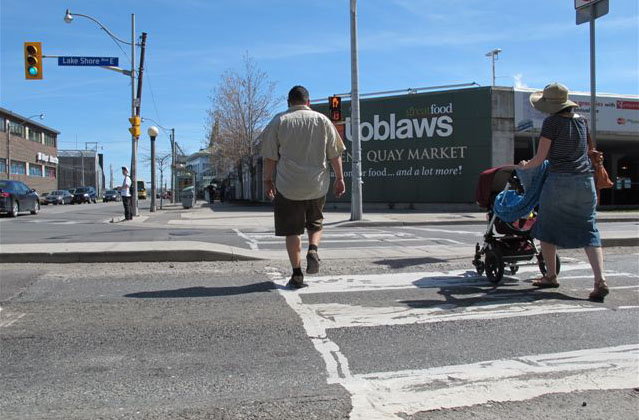 Smackdown: Should pedestrians get longer crossing signals?