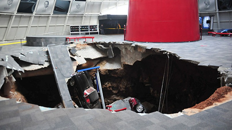 Corvette Sinkhole: Amazing footage from security camera