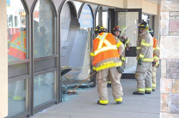 Car smashes into St.Catharines bank