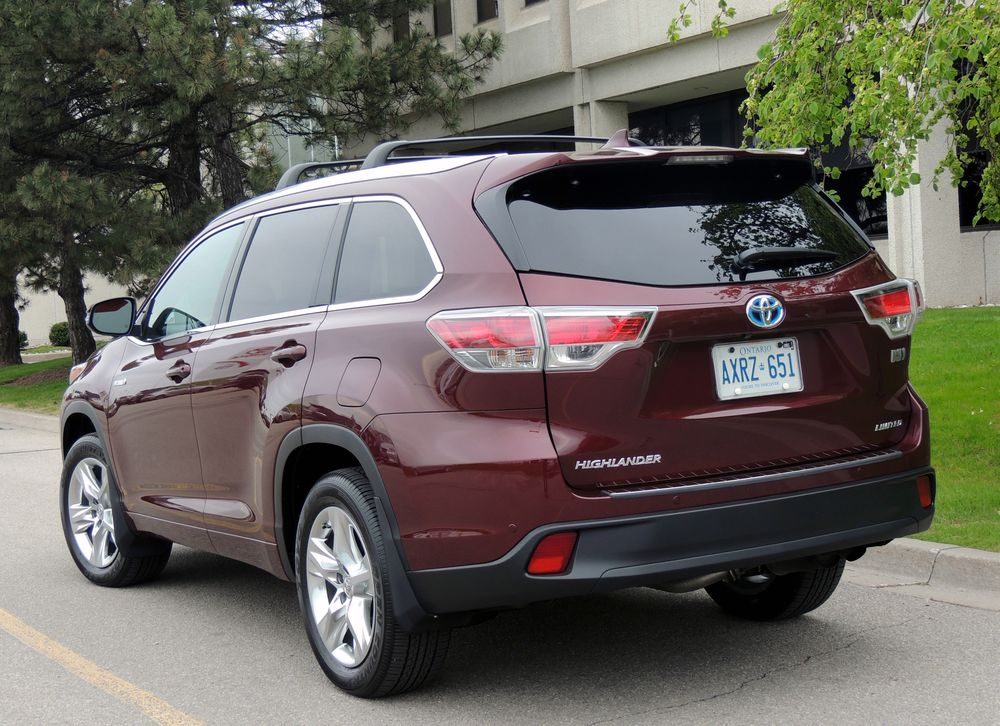 toyota highlander hybrid 2014 nothing wimpy about new. Black Bedroom Furniture Sets. Home Design Ideas