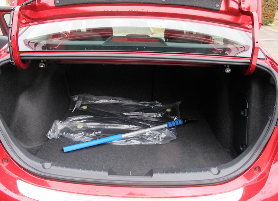 2015 Mazda 3 GS cargo