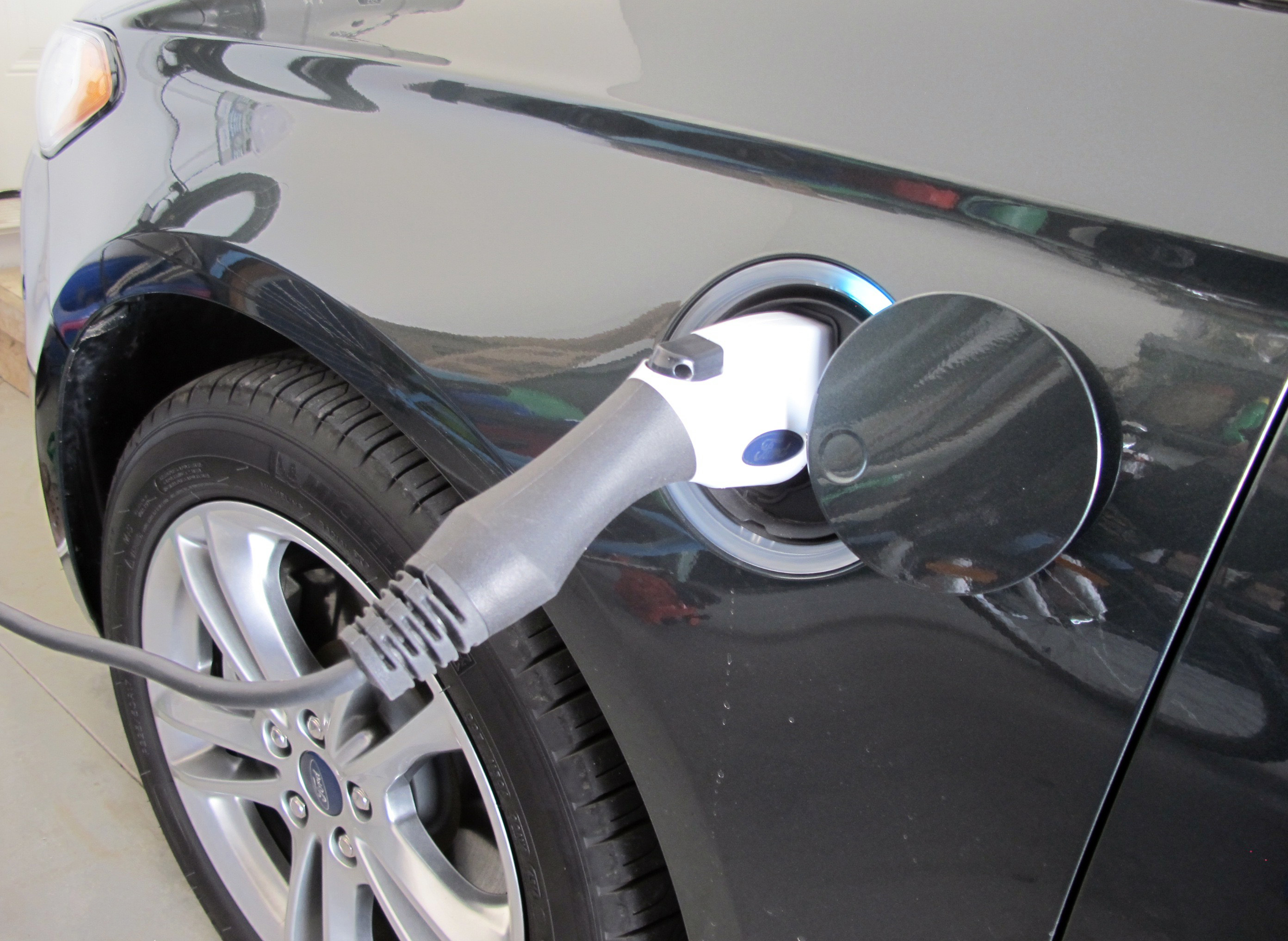 2015 Ford Fusion Energi charge port