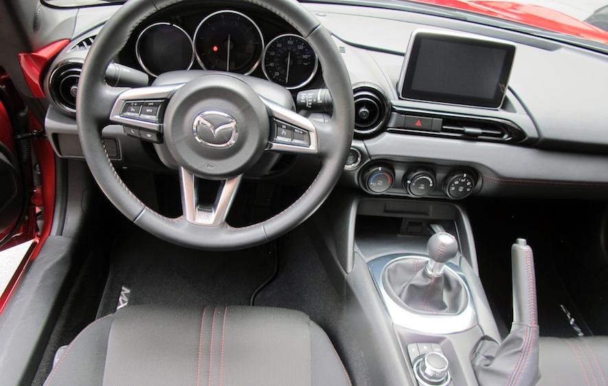 http://wheelsca.s3.amazonaws.com/wp-content/uploads/2015/06/Mazda-MX-5-2016-inter.jpg