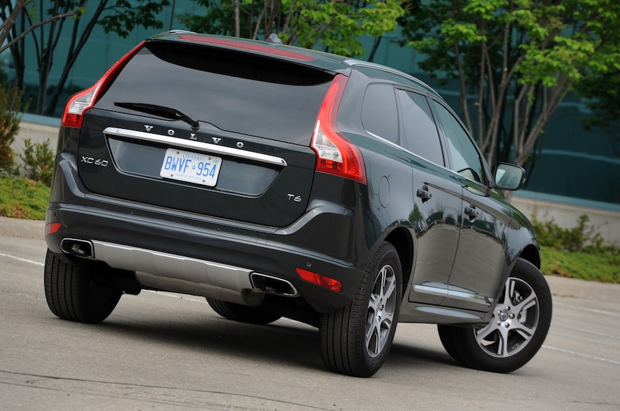the 2015 volvo xc60 a two model comparison. Black Bedroom Furniture Sets. Home Design Ideas