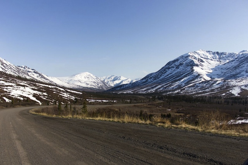Dempster highway on yukon road trip