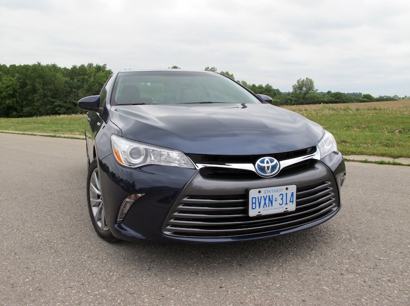 2015 Toyota Camry Hybrid front