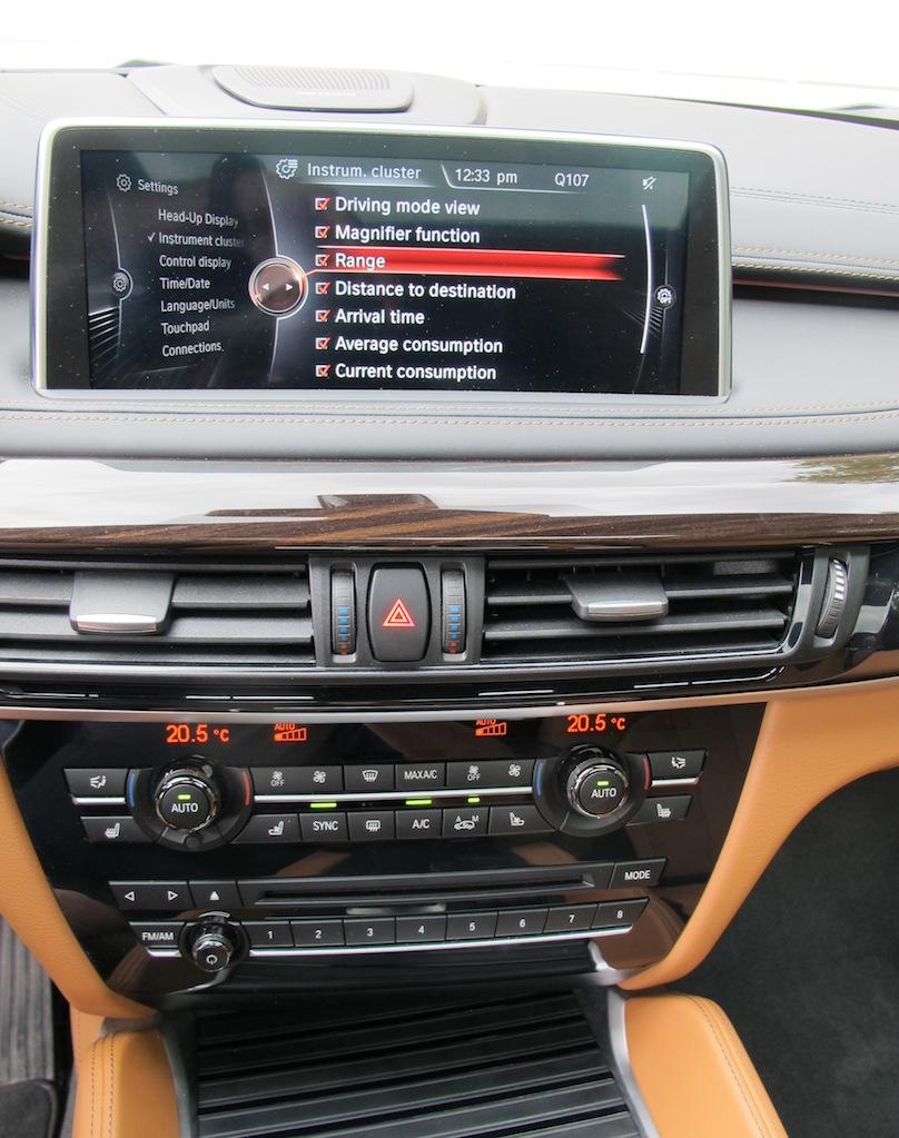 2015 BMW X6 xDrive50i screen