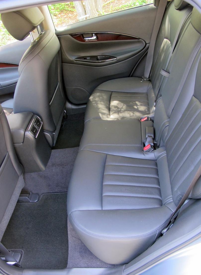 2016 Infiniti QX50 back seat