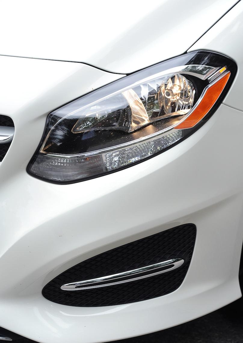 2015 Mercedes-Benz B 250 4matic grills