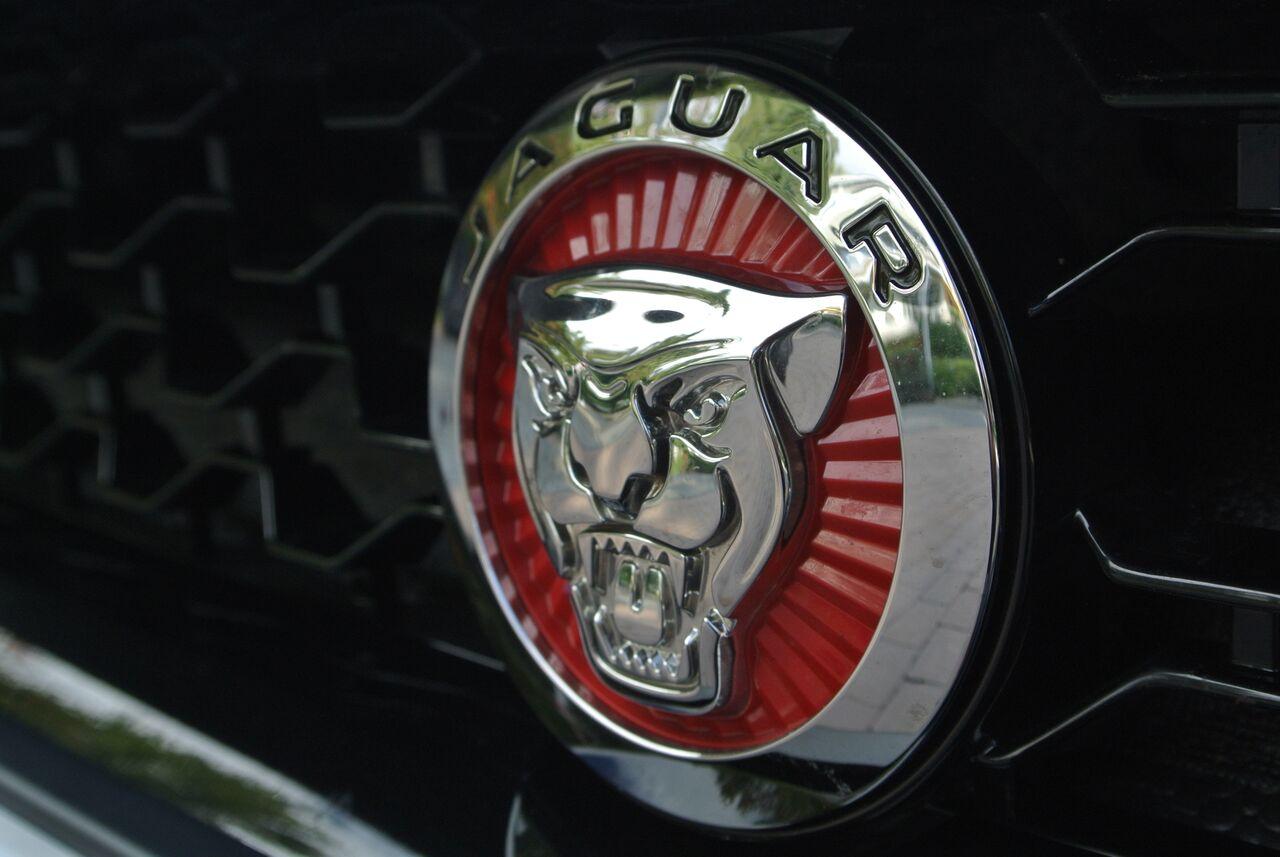 2016 Jaguar F-Type badge