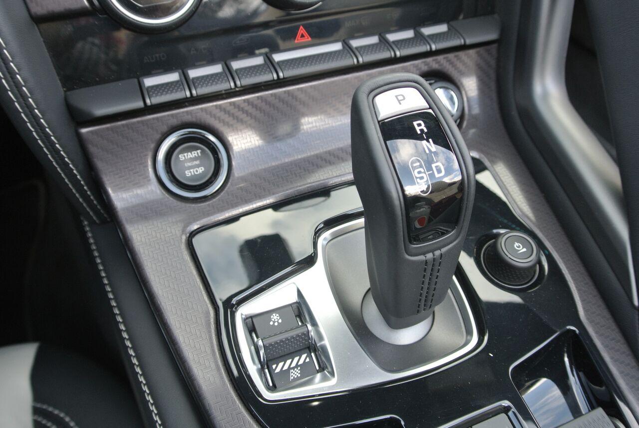 2016 Jaguar F-Type gears