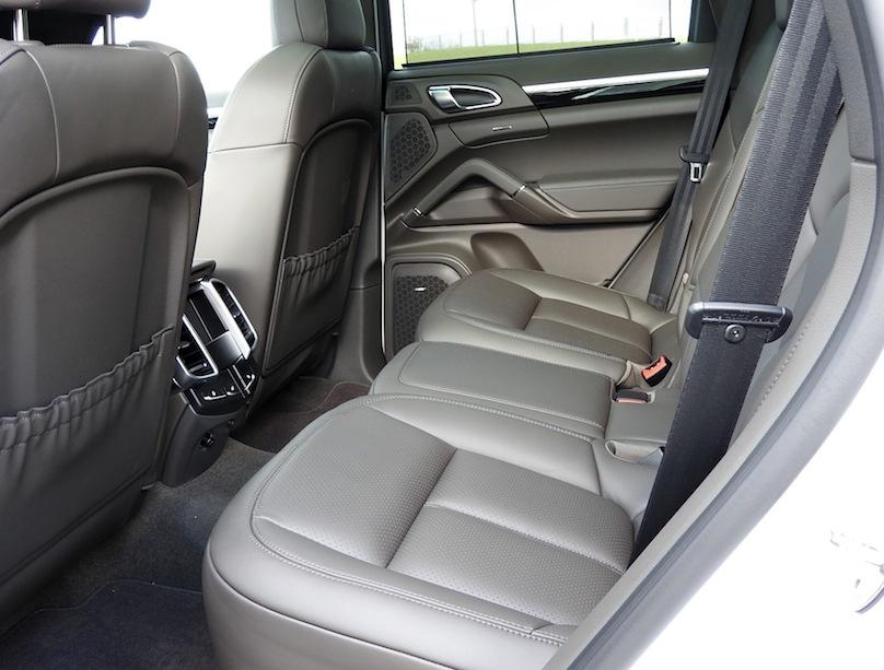 2016 Porsche Cayenne S E-Hybrid backseat