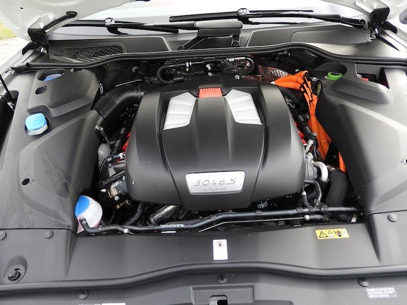 2016 Porsche Cayenne S E-Hybrid engine