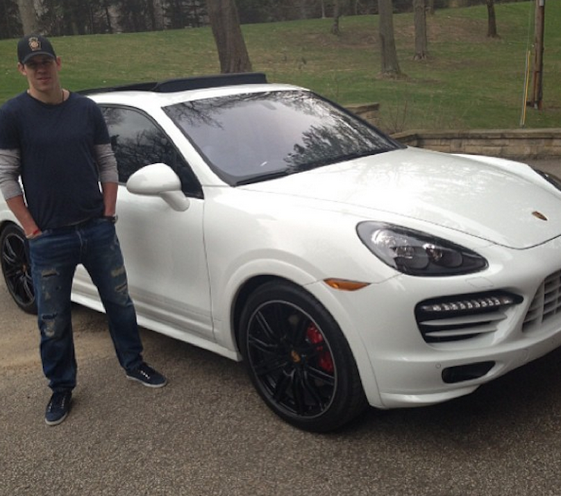 photo of Evgeni Malkin Porsche Cayenne - car