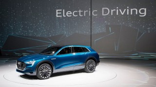 electric news-2015-audi-iaa-e-tron-quattro