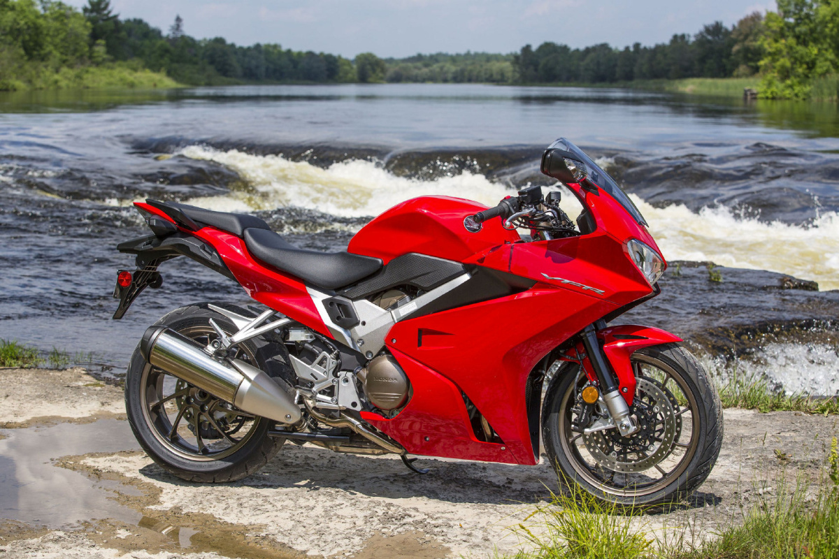 Review 2014 Honda Vfr800 Wheels Ca