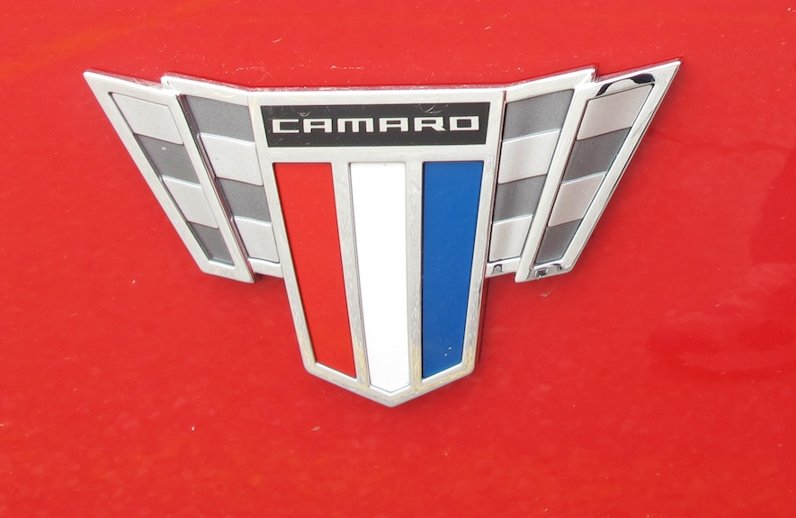 2015 Chevrolet Camaro badge