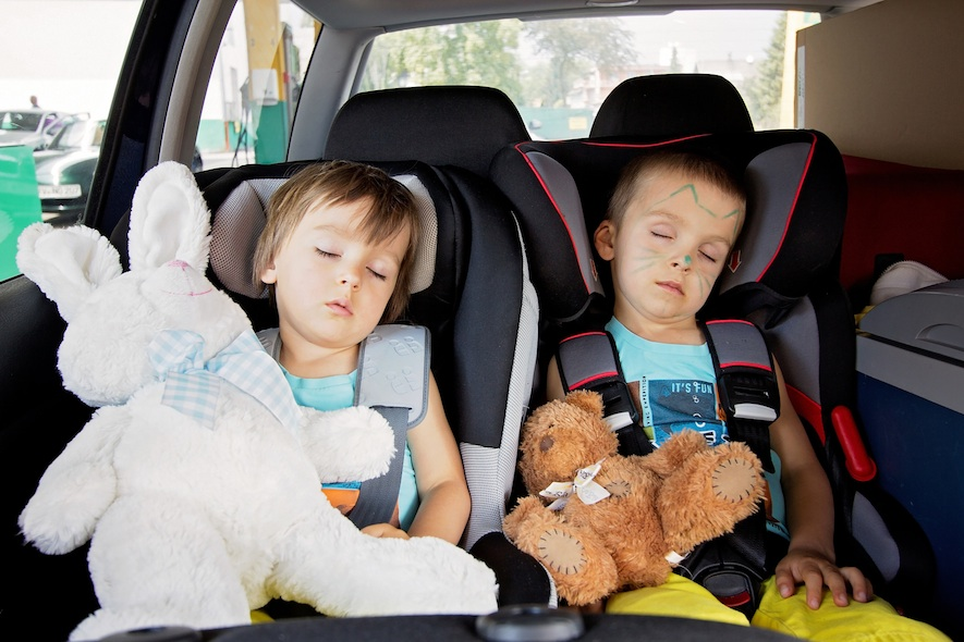 two children in their car seat